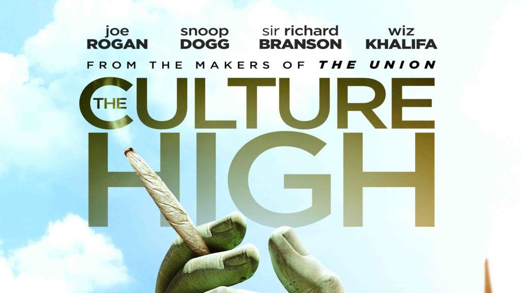 """Póster de película que presenta una mano esculpida sujetando un porro delante del título """"The Culture High"""". El fondo es de un cielo azul nublado. Arriba, el título dice """"From the makers of The Union"""". Por encima, están los nombres: Joe Rogan, Snoop Dogg, Sir Richard Branson y Wiz Khalifa."""