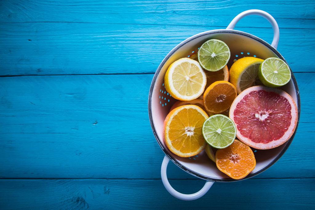 Wie Cannabis, enthalten auch Zitrusfrüchte Limonen, Linalol, Citral und Terpinen