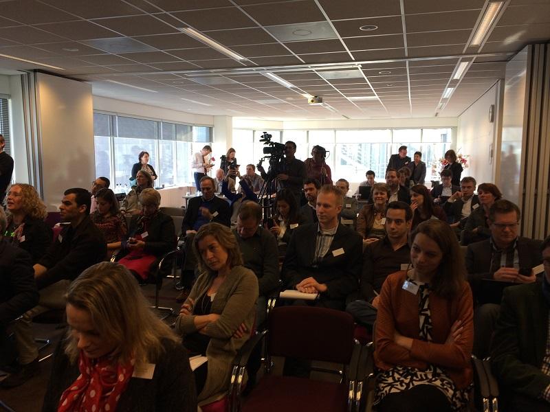 Joint Regulation attire un public nombreux. En plus des dirigeants, un public intéressé et une large portion de la presse étaient présents.