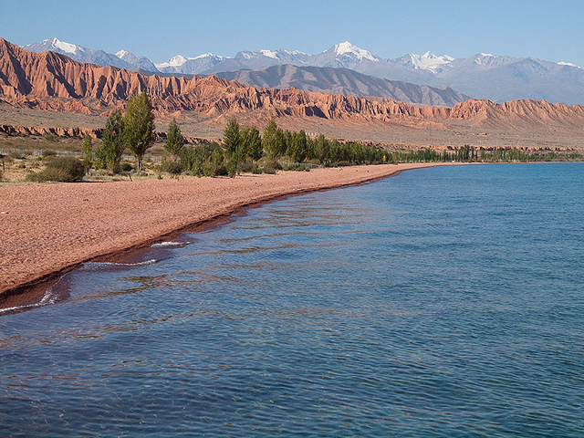 02 - The epicentre of wild cannabis in Kyrgyzstan is the area surrounding Lake Issyk-Kul (© Evgeni Zotov)