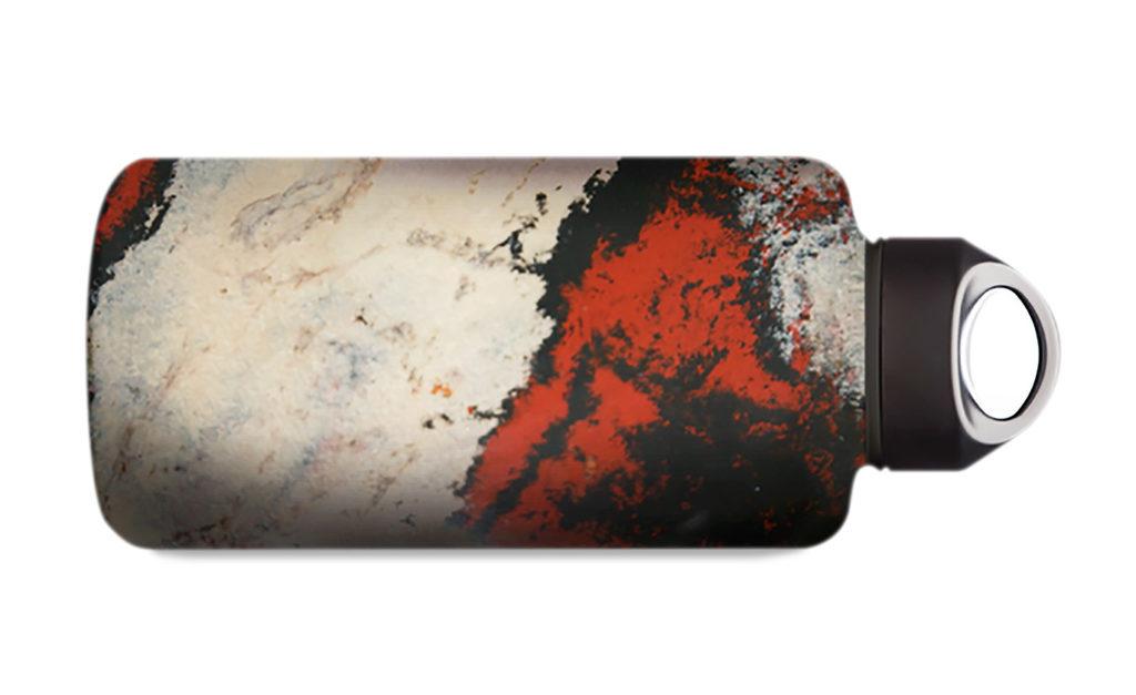 Obwohl Flaschen aus 100 % Bio-PET noch eine Weile unrealistisch bleiben, wird Aufwand betrieben, um eine Mehrwegflasche aus Hanf-Kunststoff-Verbund auf den Markt zu bringen