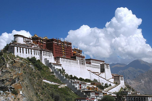 02 - Tibet's impressive capital city, Lhasa (© Phil)