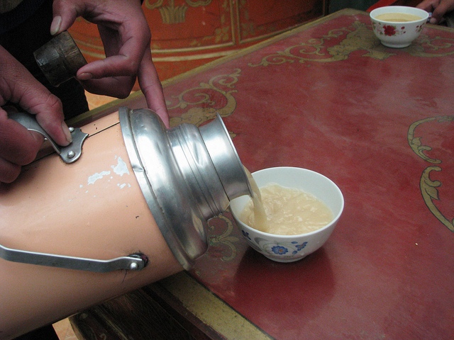 04 - Hemp seeds are sometimes ground and added to butter tea, a traditional Tibetan beverage (© Wilson Loo)