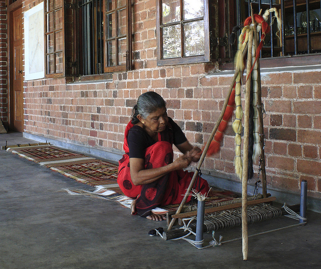 A woman weaving hemp cloth on a traditional loom in Dumbara region, Sri Lanka (© Kandyan Art Association)