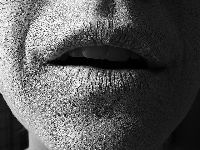 Cannabis kann die Speichelproduktion verringern, was zu einem sehr trockenen, unangenehmen Gefühl im Mund führt (© Kate Tegtmeyer)