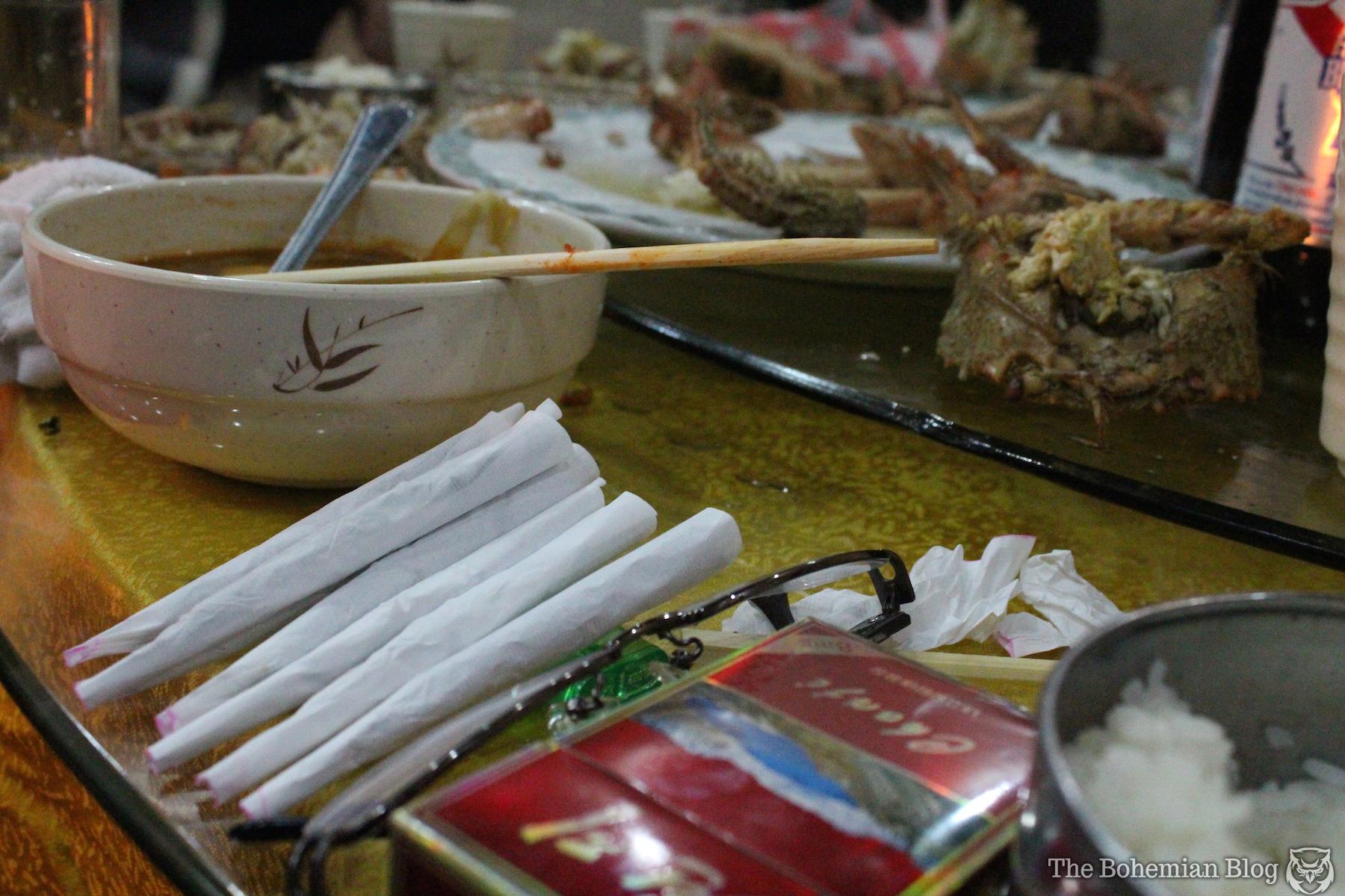 Fumant des joints dans un restaurant de Rason - Blog Sensi Seeds