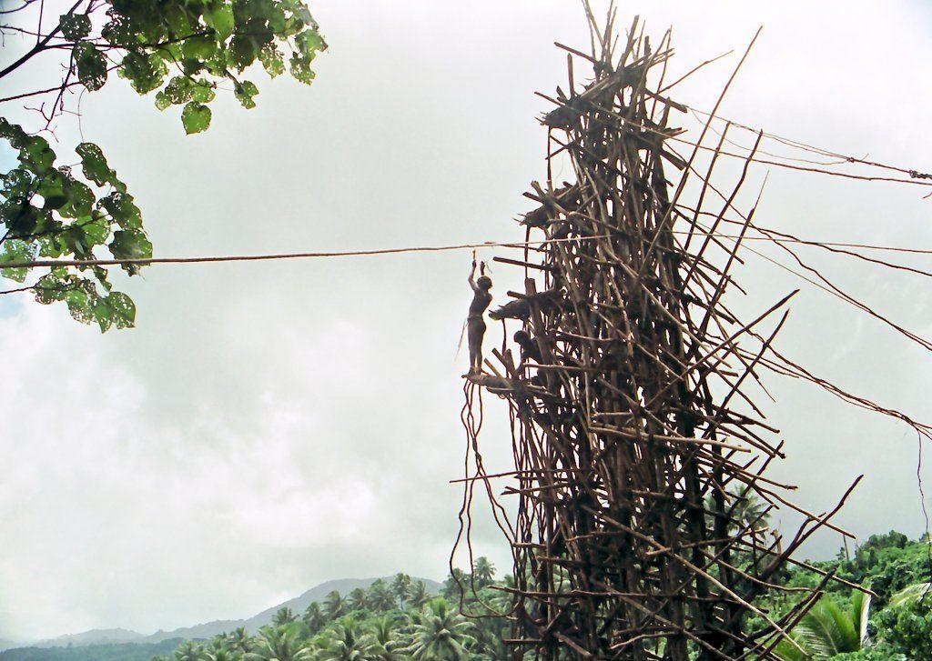 """Henri Michaux, cannabis en het vliegende tapijt, deel II - """"'The Tower', Pentecost Island Vanatu"""", door Paul Stein"""""""