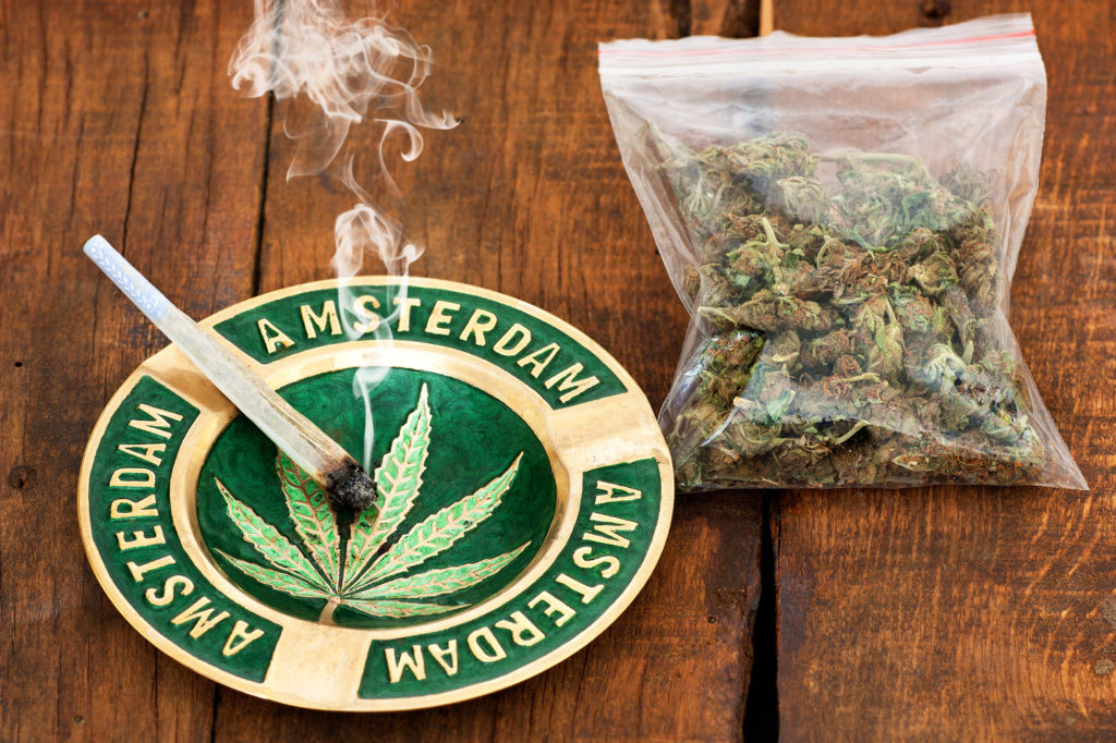 05-Top_5_legal_cannabis_destinations_amsterdam