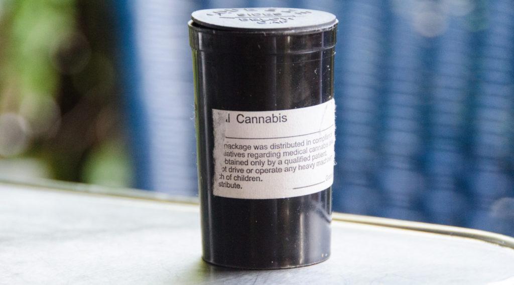 De cannabis wordt door de apotheken verkocht in verpakkingen van 5 en 10 gram (CC. Sergey Galyonkin)
