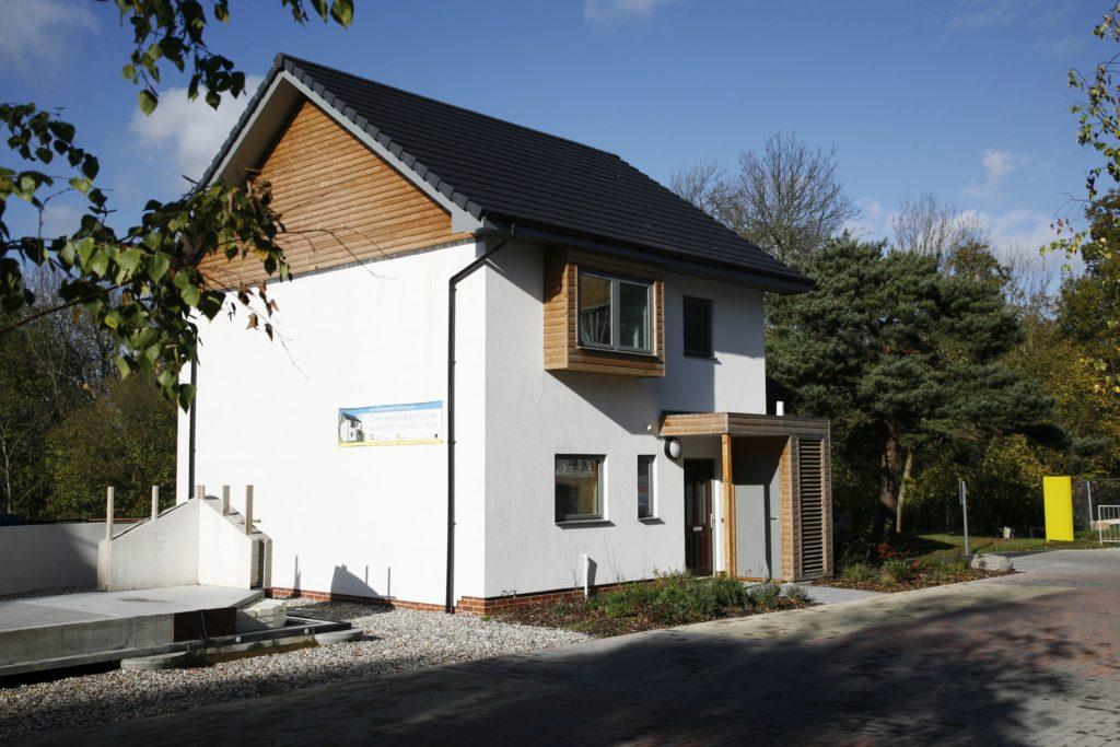 Ein schönes Hanfhaus, das 2009 in Großbritannien gebaut wurde (© BRE_Group)