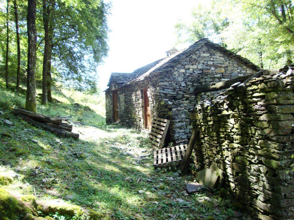 Los pueblos y aldeas abandonados se podrían reconstruir con cáñamo (© shewgaze)