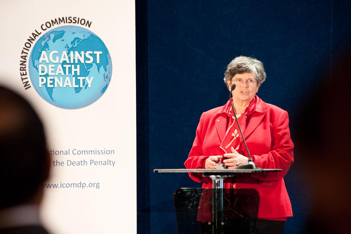 La presidenta de la Comisión es Ruth Dreifuss, la primera mujer en ocupar la presidencia de Suiza (CC. Utenriksdepartementet UD)