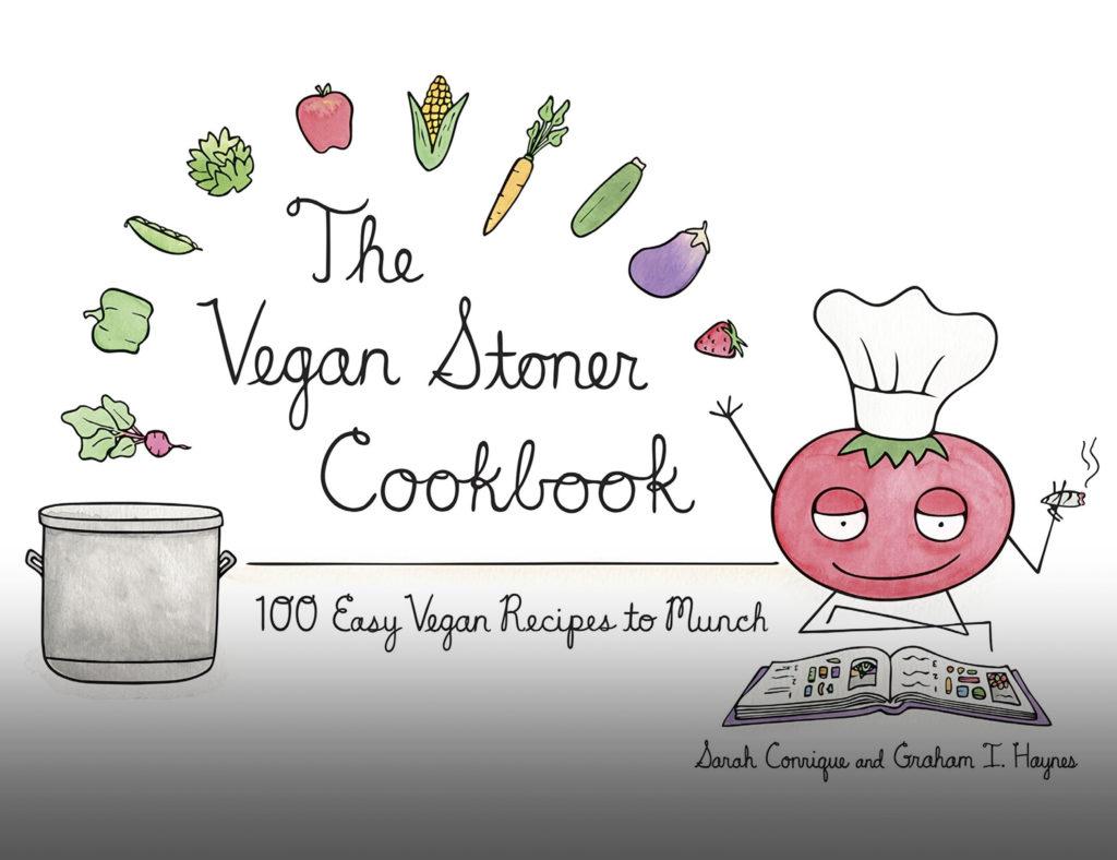 """Een illustratie met daarop aan de rechterkant een 'mensachtig' tomaat dat een chefs muts draagt, een joint rookt en een boek leest. Aan de linkerkant is een grote grijze kookpot zichtbaar. Diverse fruitsoorten en groentes vliegen vanuit de hand van de tomaat chef naar de kookpot, en vormen daarmee een halve cirkel. Tussen de tomaat chef en de kookpot leest men """"The Vegan Stoner Cookbook – 100 easy vegan recipes to munch"""" en de namen van de auteurs """"Sarah Conrique and Graham I. Haynes""""."""