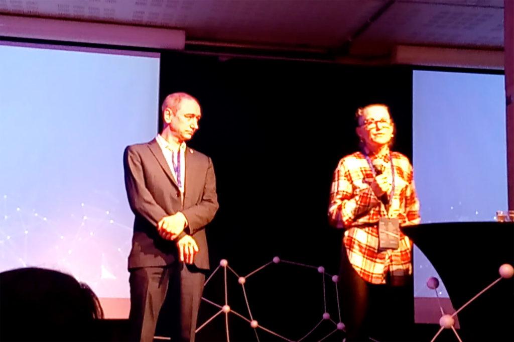 Neil Woods y Suzanne Sharkey de LEAP UK en el escenario de la Nordic Reform Conference en Oslo