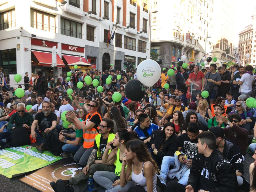 MADRID : BALLONS VERTS ET BONNE ENERGIE A LA 22E MARCHE MONDIALE DE LA MARIJUANA