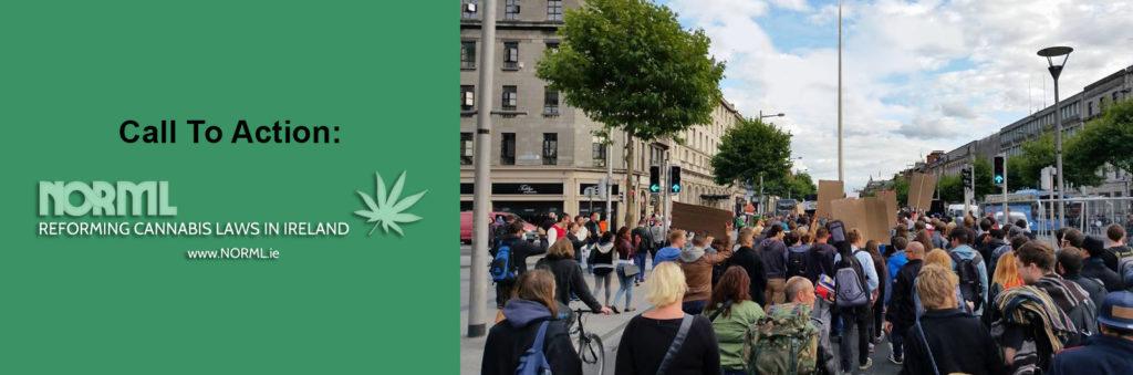 """Fotomontaje con, a la izquierda, un llamamiento a la acción, bajo el cual se ve la palabra """"norml"""" y una hoja de cannabis. A la derecha se ve una fotografía de manifestantes en Dublín."""