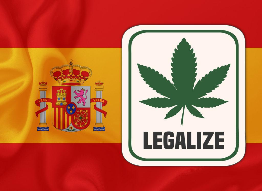 Image représentant le drapeau espagnol sur lequel est superposé un encadré dans lequel le mot « Legalize » apparaît à côté de l'illustration d'une feuille de cannabis.