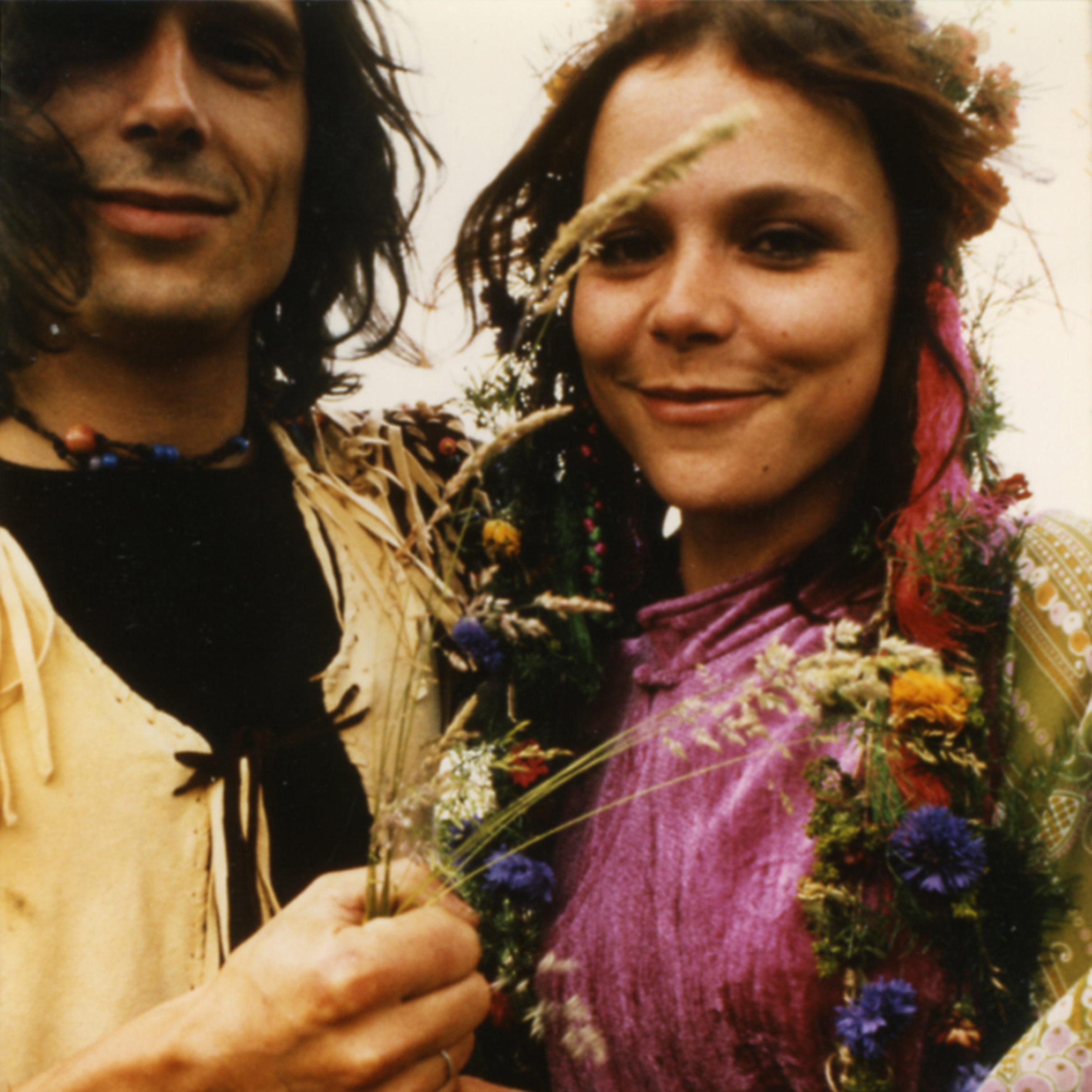 Bruiloftsfoto van cannabislegende Mila Jansen en haar echtgenoot Hans Swart, genomen in 1971.