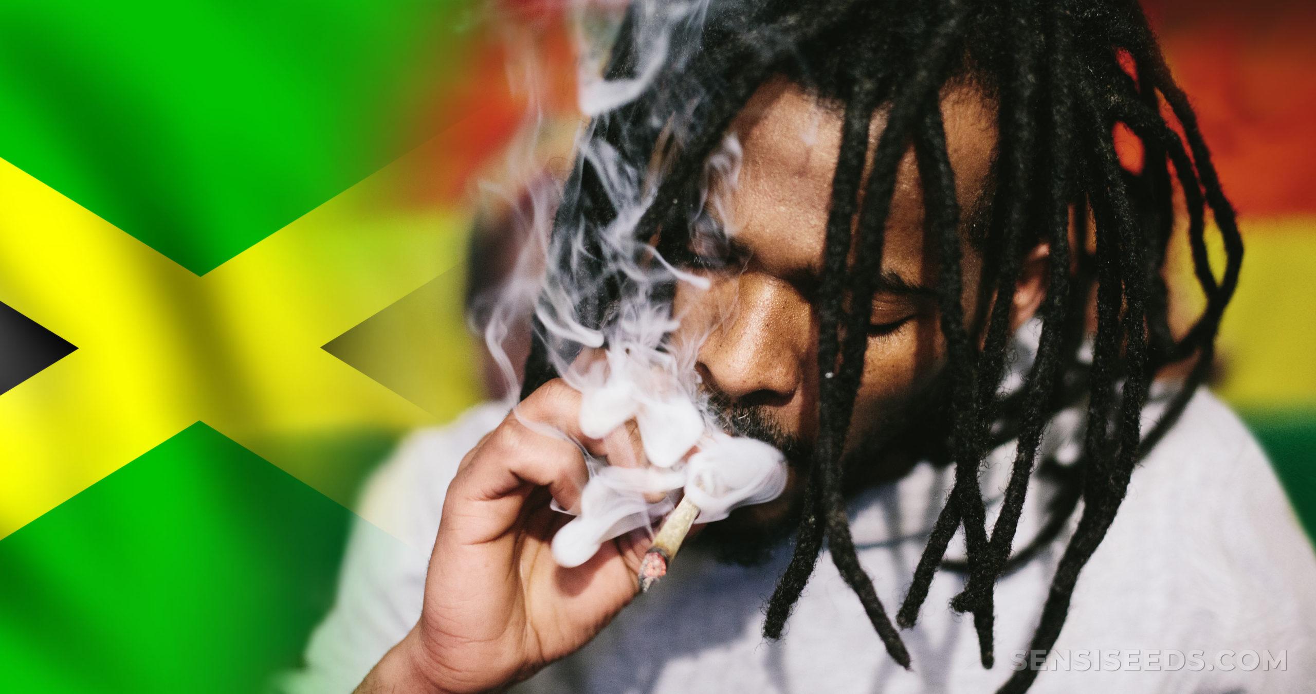 De Jamaicaanse vlag en een man met dreadlocks die een joint roken