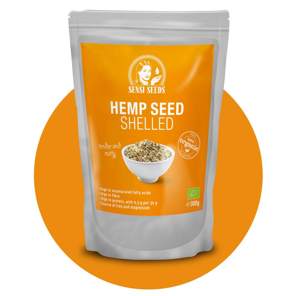 Ein graues und orangefarbenes Paket organisch geschälter Hanfsamen mit dem Sensi-Samen-Logo