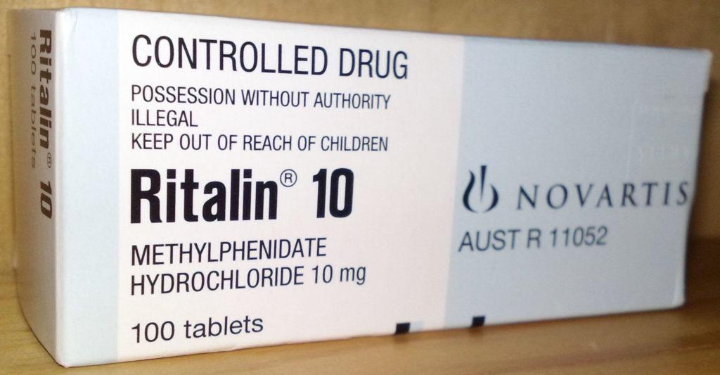 Ein rechteckiges weißes und graues Paket von 100 Tabletten Ritalin