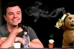 Seth MacFarlane, Stewie van Family Guy en de beer van Ted met een bong