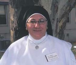 Sister Mary Weirick, eine Cannabisaktivistin, deren Tod dem Pestizid Avid zugeschrieben wurde