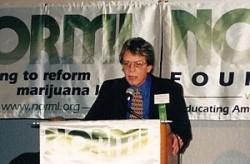 Keith Stroup, Gründer und von 1970-1979 Geschäftsführer von NORML ( en.wikipedia.org)