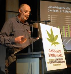 Marc Josemans auf dem Cannabis Tribunal 2011 für eine faire Cannabispolitik in den Niederlanden plädierend.