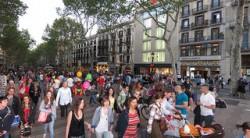 Die Flaniermeile Las Ramblas in Barcelona wird häufig von Straßenhändlern für Cannabis und Haschisch frequentiert (Thomas Quine)