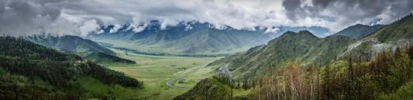 Das hoch aufragende Altai-Gebirge wurde im Laufe der Jahrtausende zur Heimat vieler Kulturen (© Serge.By)