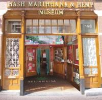 Die Fassade des Cannabis InfDer Eingang des Museums in Amsterdam, nach einer aufwändigen Renovierung und Wiedereröffnung im Jahr 2012.o Museums, eines Vorläufers des Hash Marihuana & Hemp Museums in Amsterdam.