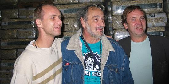 Alan Dronkers, Jack Herer und Ben Dronkers in der HempFlax Fabrik