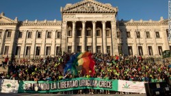 The motto that goes with the new regulation : Growing freedom, Uruguay grows