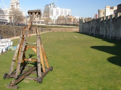 In 2011, a group of Mexican smugglers were observed in the act of launching packages of cannabis over the U.S. border fence with a trebuchet similar to this (© Hawk684)