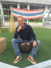 Alan Dronkers sitting on a hemp chair, wearing clothes made out of hemp