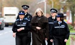 """Theresa May: las drogas """"destruyen vidas y generan un sufrimiento indescriptible."""""""