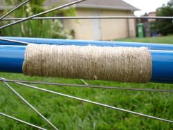 Con las fibras procesadas, se pueden elaboran cordeles de cáñamo natural (©Gino)