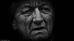 A medida que la piel envejece, pierde elasticidad y el grosor de la capa dérmica disminuye - Sensi Seeds Blog