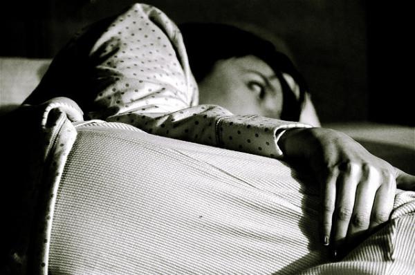 El insomnio es un síntoma común durante la menopausia que puede aliviarse con cannabis (© Alyssa L. Miller)