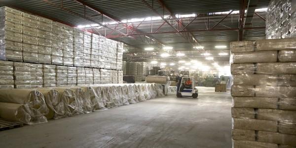 Cada día, la empresa convierte miles de plantas de cáñamo en materias primas que se procesan en cientos de productos.