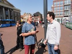 Sensi Seeds verslaggever Martijn in gesprek met Doede de Jong na afloop van de zitting.