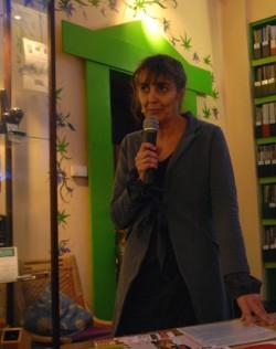 Myranda Bruin tijdens een cannabisdebat in het Cannabis College te Amsterdam.