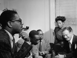 Dizzy_Gillespie,_Tadd_Dameron,_Hank_Jones,_Mary_lou_Williams,_Milt_Orent._Ca.August_1947_(Gottlieb)